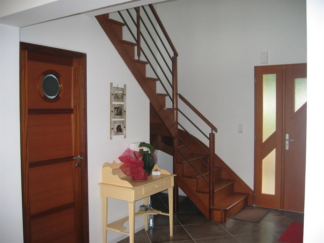 escalier bois excellence gamme classic escaliers bois bretagne smt escaliers bretagne. Black Bedroom Furniture Sets. Home Design Ideas