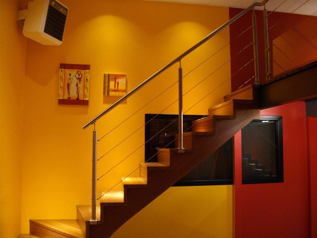 escalier bois phoenix gamme tendance escaliers design bretagne smt escaliers bretagne. Black Bedroom Furniture Sets. Home Design Ideas